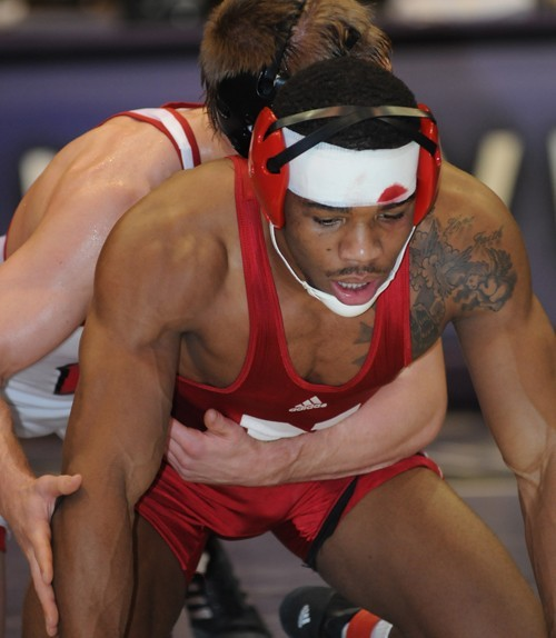 Nebraska s Jordan Burroughs defeated 2010 NCAA champ Andrew Howe for the  Midlands championship 3fcb107e3bed