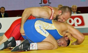 Tervel Dlagnev (top) avenged an Olympic bronze medal loss to Iranian Komeil Ghasemi in the quarterfinals. (Bob Mayeri image)